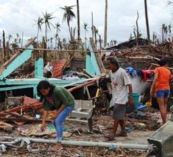 Aftermath of Typhoon Haiyan in Philippines. © Wikimedia Commons/Eoghan Rice-Trócaire/Caritas