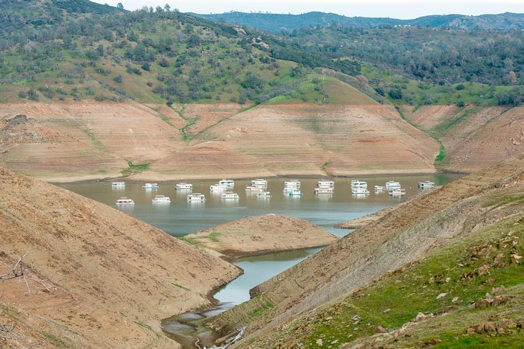 The water level is extremely low at Lake McClure in California on Feb. 4, 2015. Stanford researchers have found that the worst droughts in California have historically occurred when conditions were both dry and warm, and that global warming is increasing the probability that dry and warm years will coincide. (Photo: Florence Low)